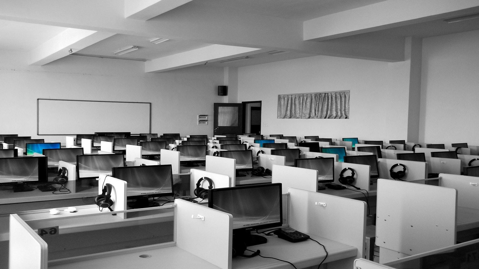 Empty call centre