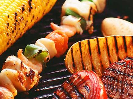 fisk-och-skaldjursspett-med-aioli-och-grillade-gronsaker